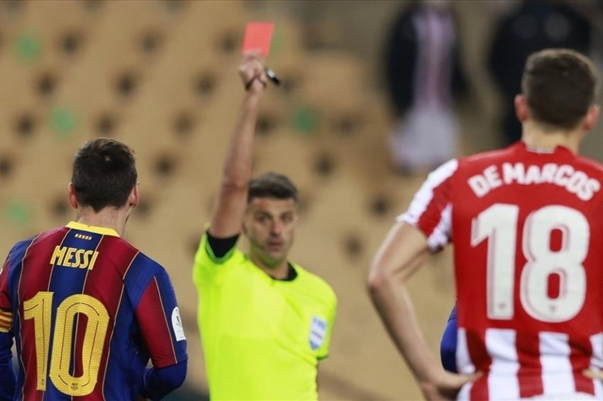 Kartu merah terdekat yang harus diterima Messi datang dari serangan dingin dengan Villalibre